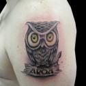 Tatuaje Buho y Nombre