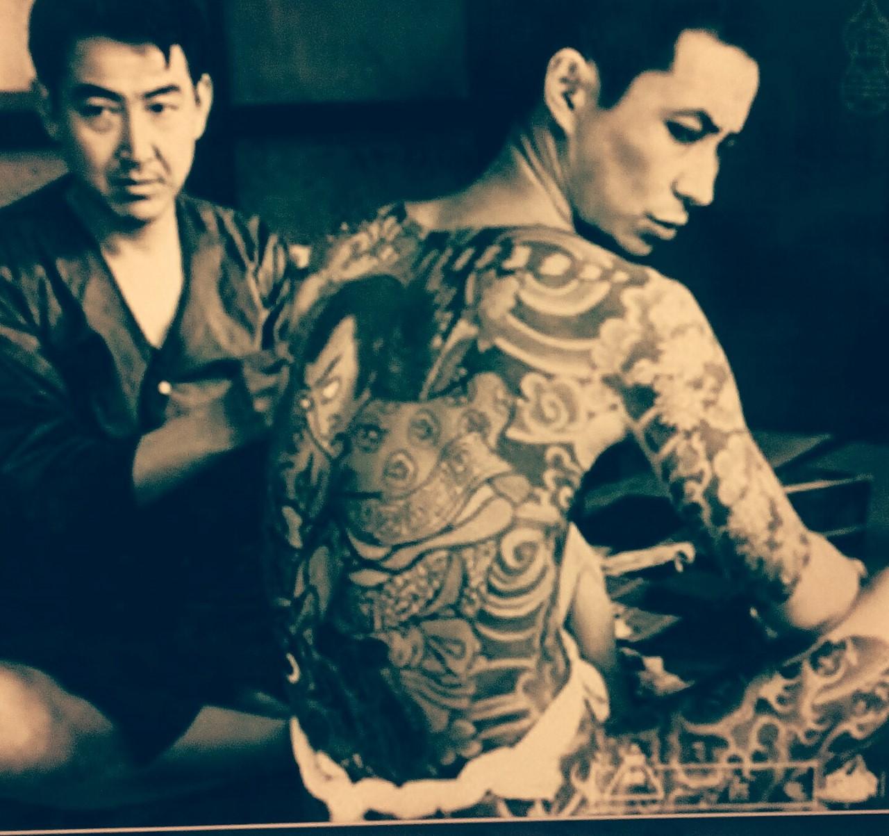 Mafia yakuza tatuandose