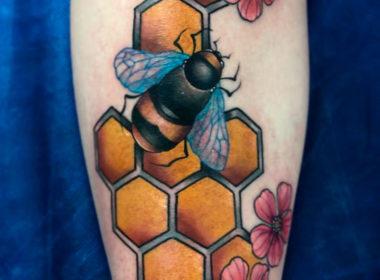 Tatuaje-Abeja-y-Panal