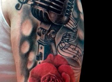 Tatuaje-Microfono-y-Rosa