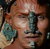 Hombre Maya con piercing