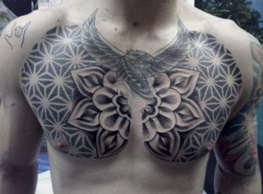 Tatuaje-Patron-Mandala-Pecho