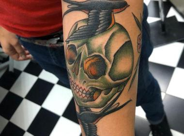 Tatuaje-Calavera-y-Golondrinas