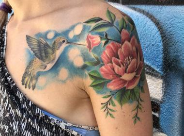 Tatuaje Colibri y flores