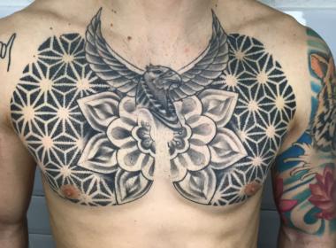 Tatuaje Patrón Geométrico Pecho