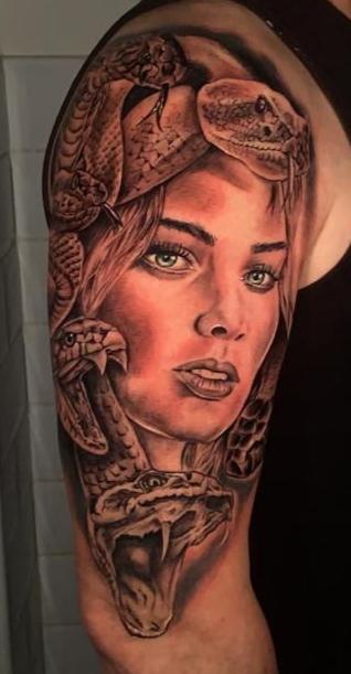 tatuaje realista Medusa Vallekas Tattoo Zone